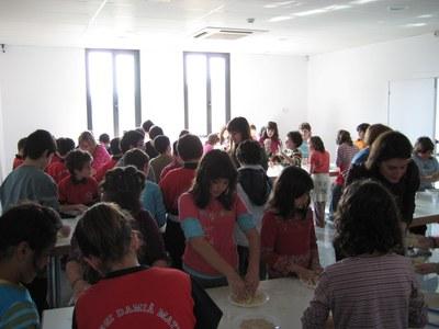 Una cinquantena d'alumnes de Llinars del Vallès visita el Molí d'en Rata.