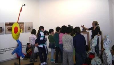 1.200 alumnes visiten l'exposició de Joan Miró a Ripollet.