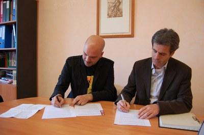 La Regidoria de Joventut i l'IES Palau Ausit signen un nou conveni .