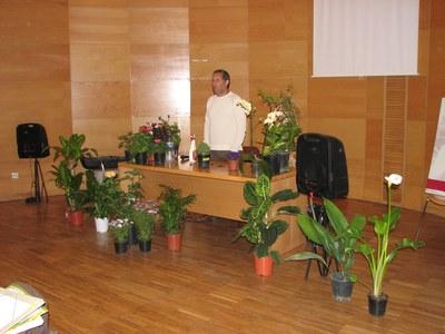Carles Herrera va omplir el Centre Cultural de flors i plantes.