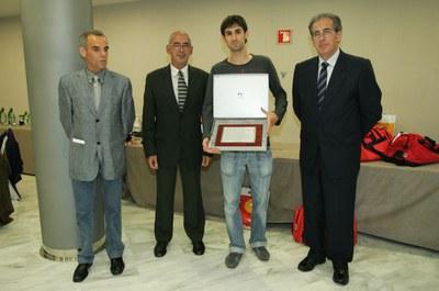 El RUA rep una placa pels seus 25 anys a la Nit de l'Atletisme Català.