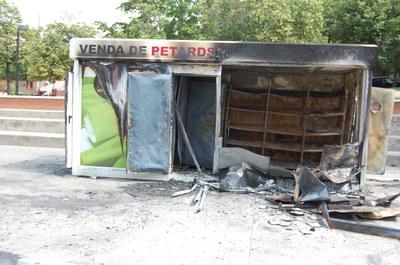 Un incendi fortuït crema una caseta de petards.