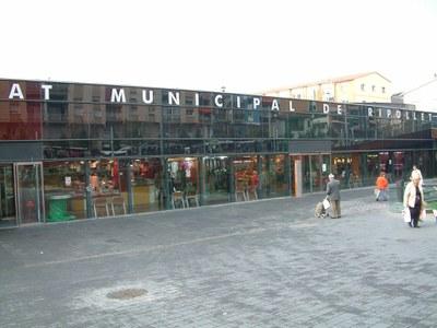 El Mercat Municipal celebra el Sant Joan amb els seus clients.