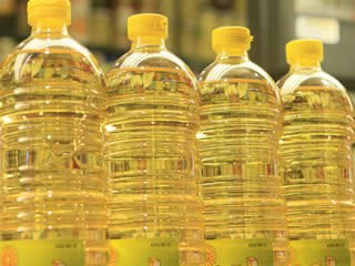 L'Ajuntament de Ripollet signa un conveni per que els establiments reciclin oli.