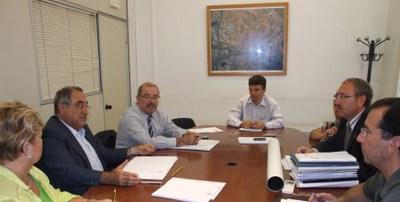 El Conseller Nadal celebra una reunió de treball a l'Ajuntament de Ripollet .