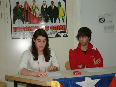 Els joves d'Esquerra Republicana a Ripollet presenten la campanya 'Espanya és crisi'.