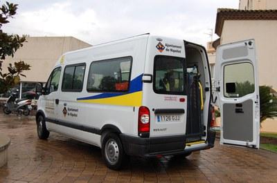 Ripollet compta  amb un vehicle de transport adaptat col·lectiu.