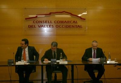 El Consell d'Alcaldes aprova una moció de recolzament als agents econòmics i socials de la comarca .