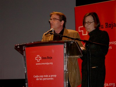 Els voluntaris de Creu Roja commemoren el Dia contra la violència vers les dones.