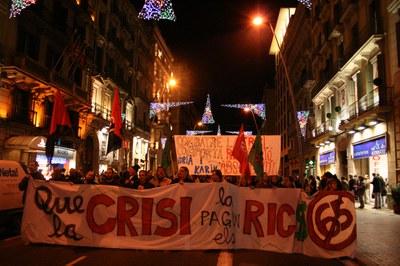 El COP-CpR es manifesta sota el lema 'Que la crisi la paguin els rics'.