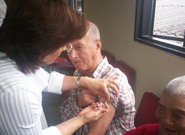 S'allarga la campanya de vacunació enfront la grip .