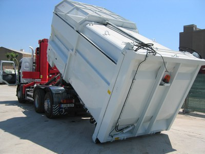 ripollet-ser-escombraries-290109c.JPG