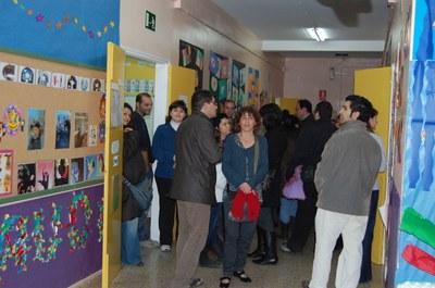 Continuen les visites de pares i mares als centres educatius de Ripollet.