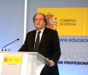 ripollet-edu-ministre-200409.jpg