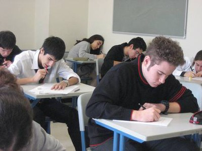 Uns 320 alumnes de 6è de Primaria de Ripollet avaluen el seu nivell.