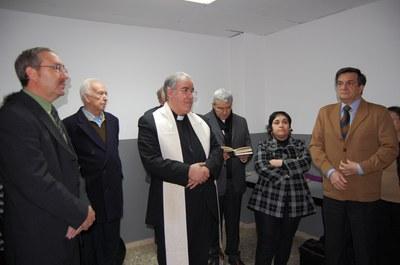 El bisbe de Terrassa beneeix la cessió d'un local a Càritas.