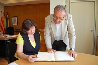 La subdelegada del govern, Montserrat Garcia, visita les obres dels FEOSL a Ripollet.