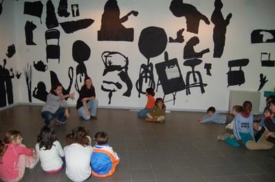 Es presenta la mostra de treballs del programa d'arts visuals de l'Eduart. .