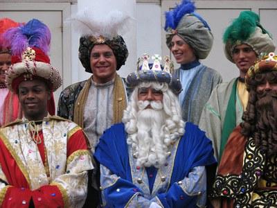 Ses Majestats els Reis Mags d'Orient visiten els nens i nenes de Ripollet.