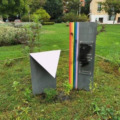 Quatre elements de visibilització del col·lectiu LGTBI a Ripollet pateixen diversos atacs vandàlics aquest dimecres.