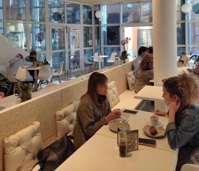 Reobre El Cultural, el nou bar restaurant del Centre Cultural.