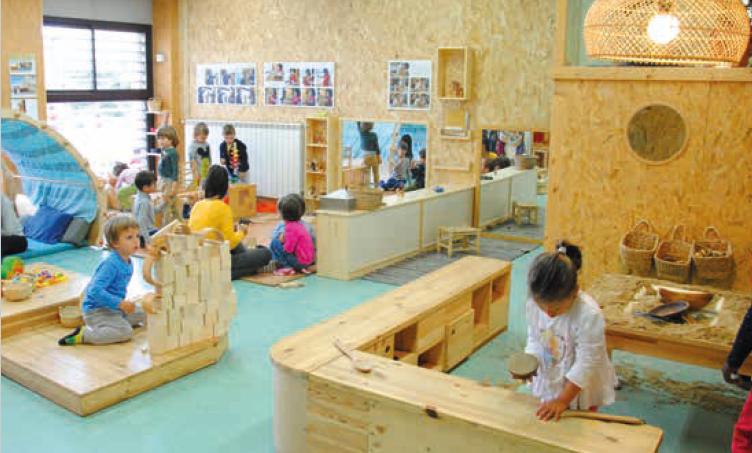 Institut-Escola El Martinet alumnat jugant