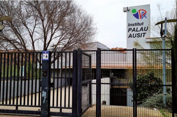 Institut Palau Ausit, imatge de la façana