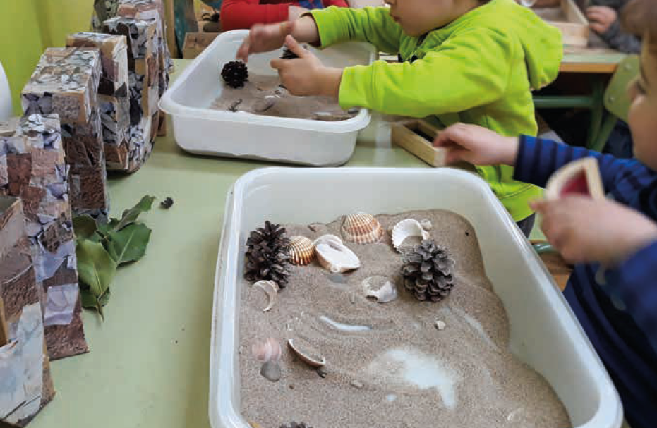 Escola Enric Tatché infants experimentant