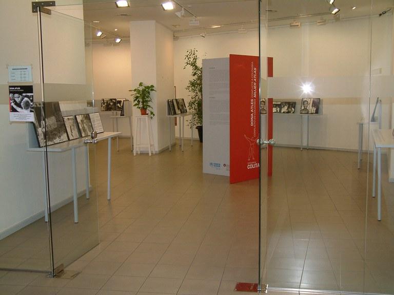 ripollet-centre-cultural-sales-exposicions-05.JPG
